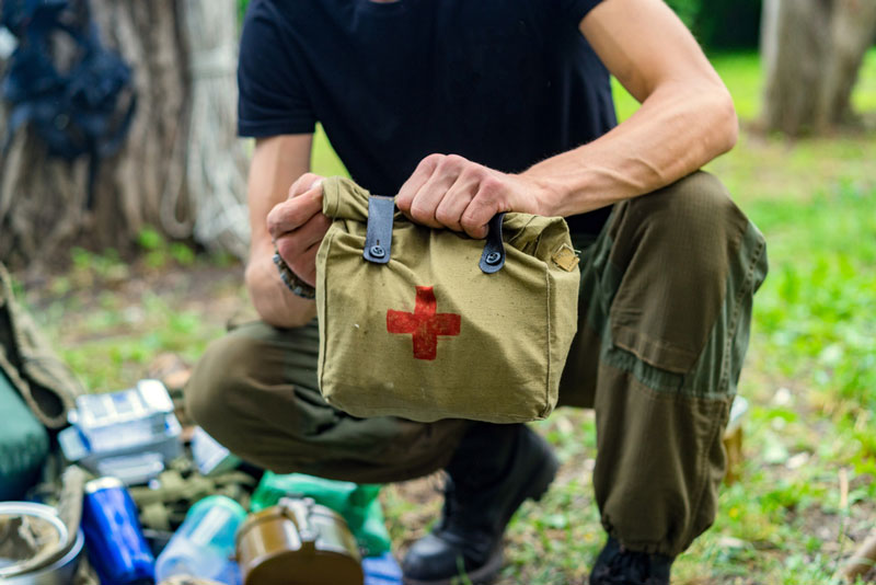 Hunter packing first aid kit